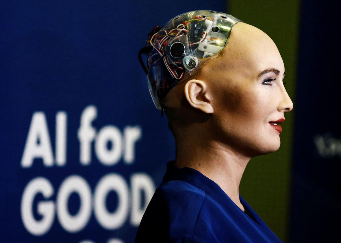 Pół kobieta - pół robot