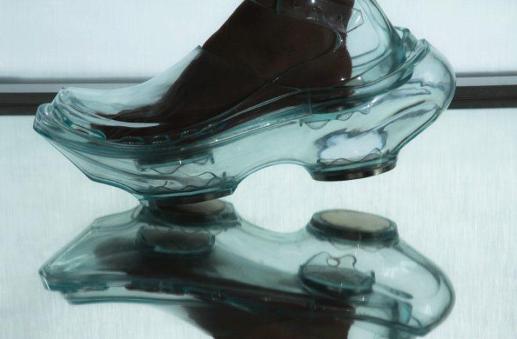 Przezroczyste buty z magnesami