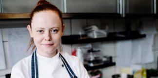 Kobieta w kuchennym fartuchu