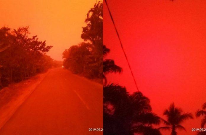 Czerwone niebo nad miasteczkiem