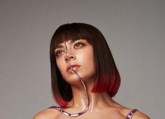 Zdjęcie dziewczyny z czerwonymi włosami