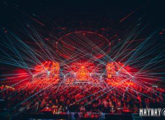 Oświetlona laserami scena