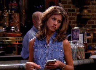 Dziewczyna w jeansowej bluzce bez rękawów