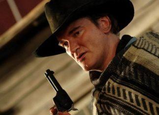Mężczyzna w kapeluszu i z pistoletem