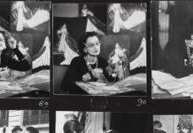 Czarno-białe kadry przedstawiające kobietę przy biurku