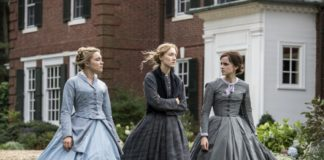Trzy kobiety w sukniach