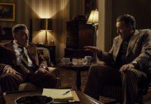 Dwóch mężczyzn siedzących w fotelach