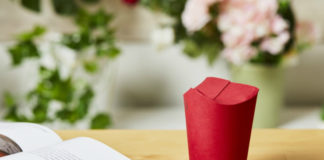 Czerwony papierowy kubek