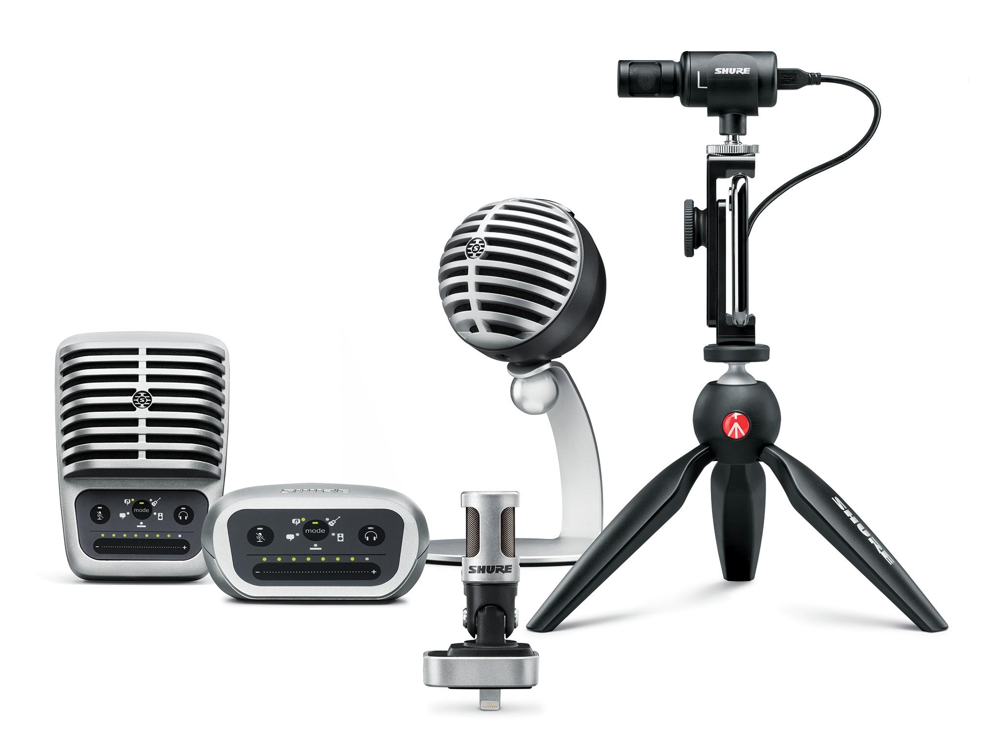 Zestaw mikrofonów na białym tle