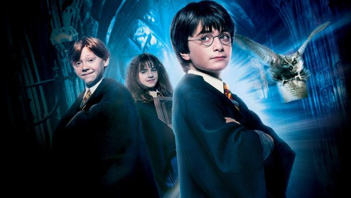 Trójka dzieci w strojach czarodziejów
