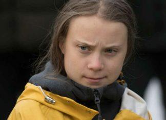 Dziewczyna w żółtej kurtce