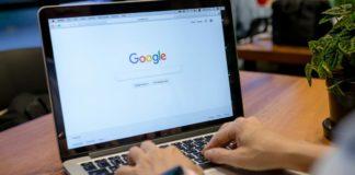 Komputer z wyszukiwarką Google