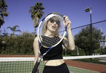 Dziewczyna z rakietą tenisową