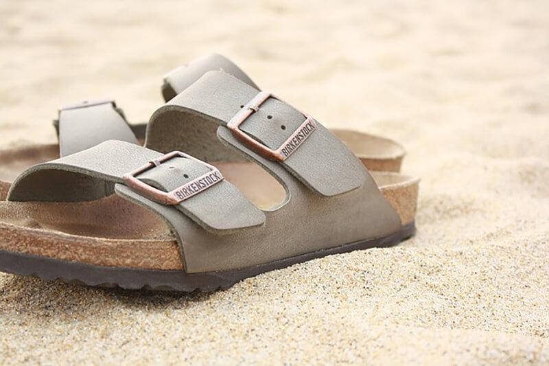 Klapki na piasku