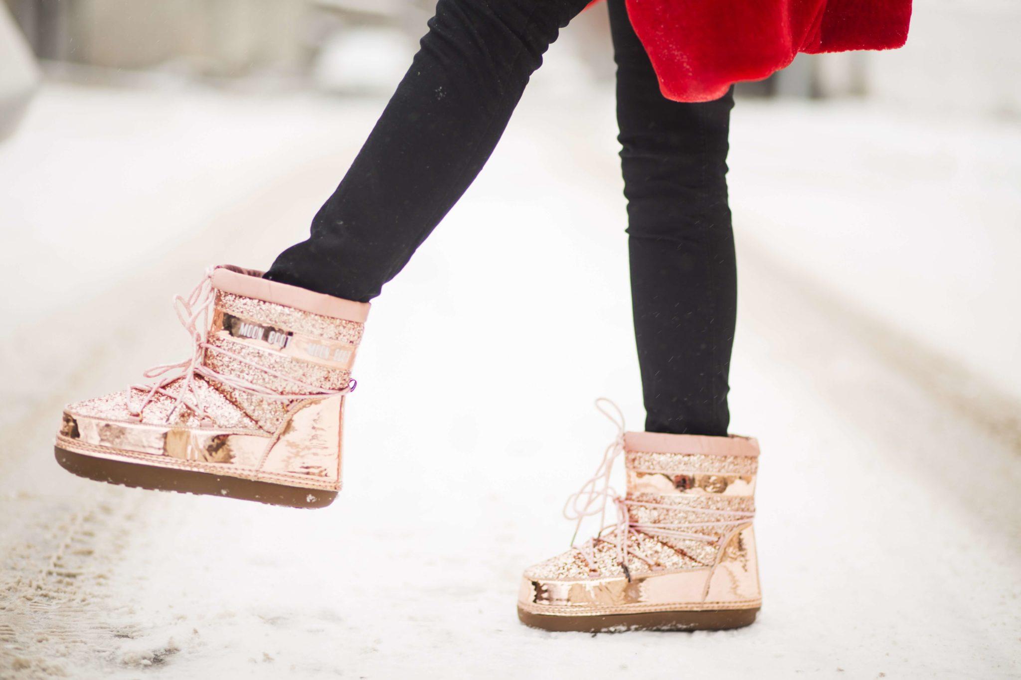 Osoba robi krok w butach