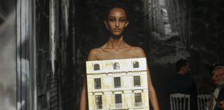 modelka na wybiegu haute couture