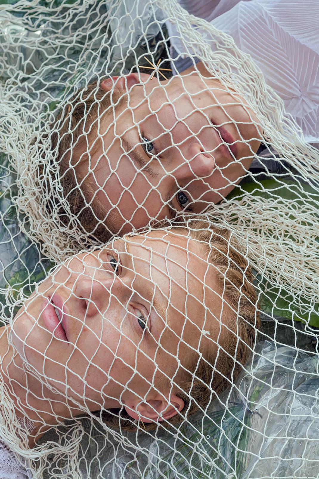 modelki w sieci rybackiej
