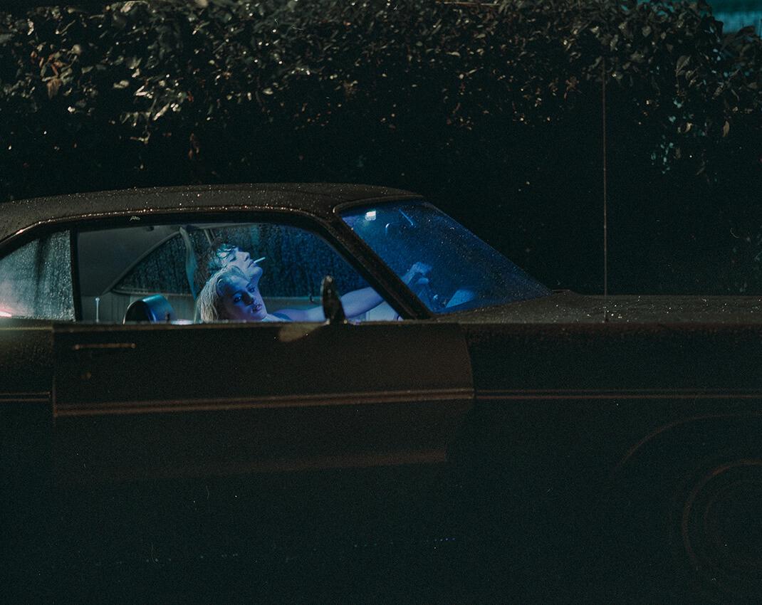 amerykański samochód nocą