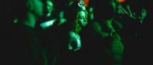 Dziewczyna na rave w Kijowie Rhythm Buro