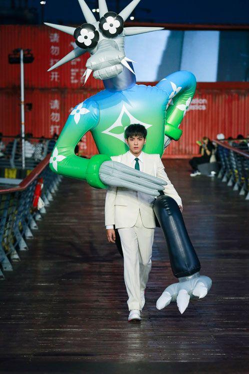 Kris Wu na wybiegu LV SS21