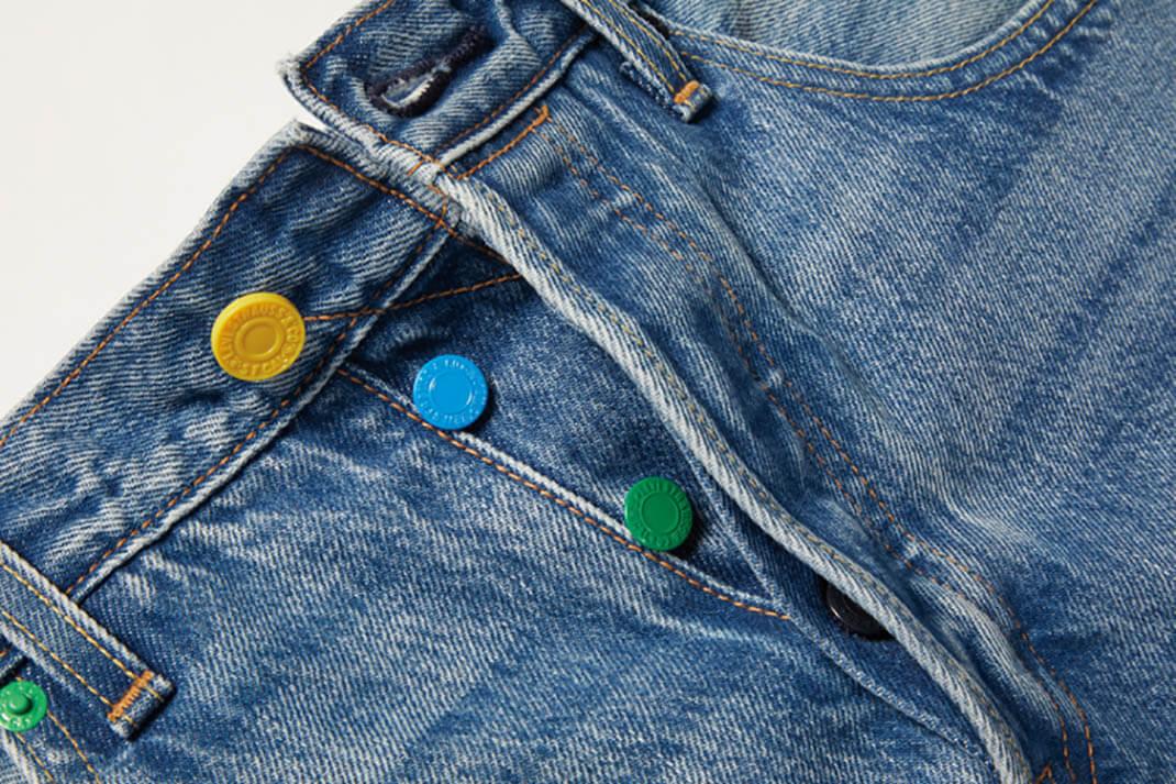 spodnie levis z kolorowymi guzikami