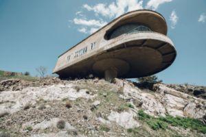 Ciekawy dom Związku pisarzy na jeziorze Sewan