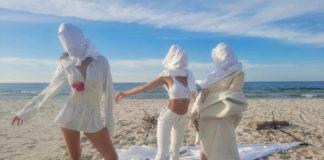 LASS artystki na plaży
