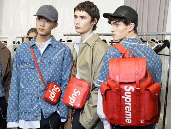 Modele Supreme z czerwonymi plecakami