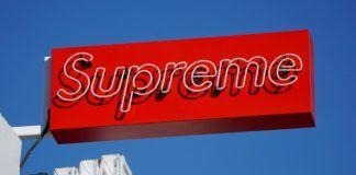 Czerwony billboard Supreme