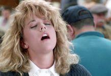 orgazm w czasie pandemii blondynka