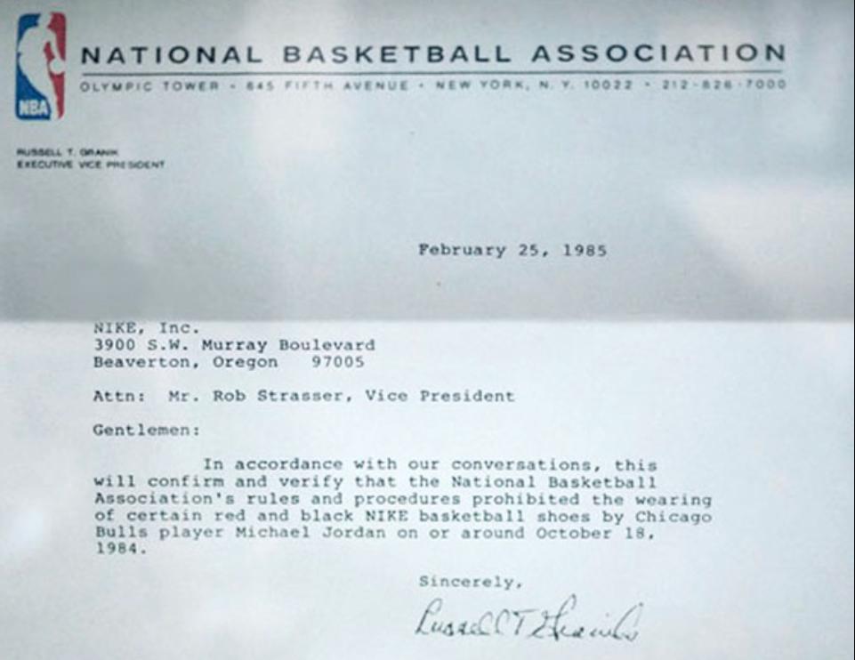 List wiceprezesa NBA zakazujący gry w czerwono czarnych sneakersach Air Jordan 1