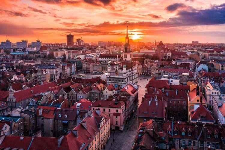 Poznań zachód słońca nad starym rynkiem